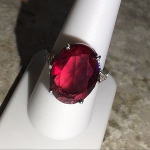 Jewelry - Charming Ruby Red Glass Fashion/Cocktail Ring